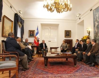 Docentes presentan observaciones sobre reforma educativa a Presidenta Bachelet