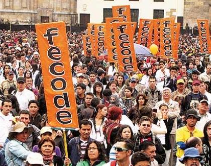 Docentes en Colombia exigen resolución a criterios de ascenso y reubicación docente