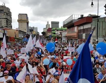 Costa Rica protesta contra reforma fiscal