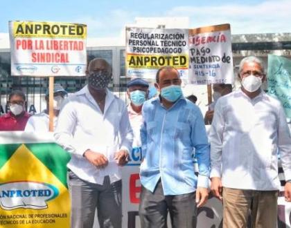 Protesta de ANPROTED frente al MINERD