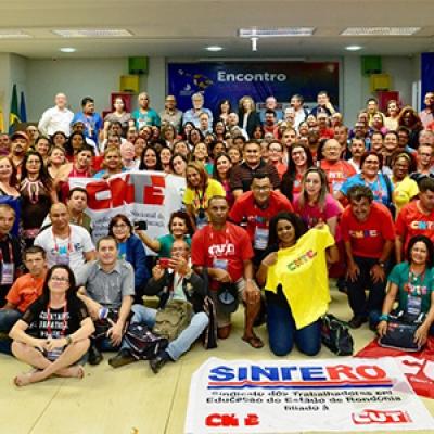 Educadores y educadoras de diferentes organizaciones de Brasil celebran la culminación del encuentro en Rondonia